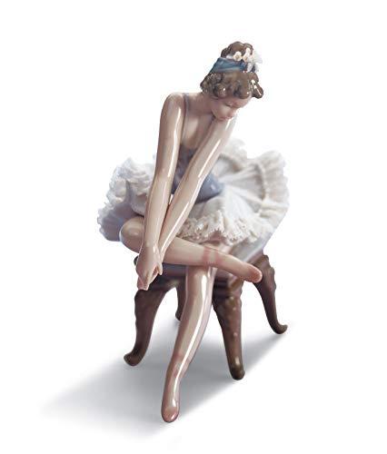 LLADRÓ Figura Niña Ballet Mirando Zapatilla. Figura Bailarina de Porcelana.