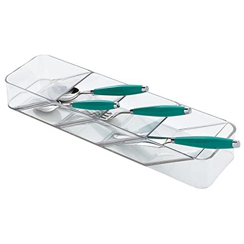 mDesign Cubertero estrecho con 4 compartimentos – Organizador de cubiertos y utensilios de cocina para el cajón – Bandeja organizadora de plástico diseñada para ahorrar espacio – transparente