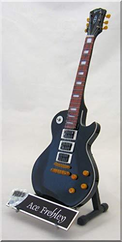 ACE FREHLEY Miniatur Gitarre KISS (schwarz) mit Plektrum