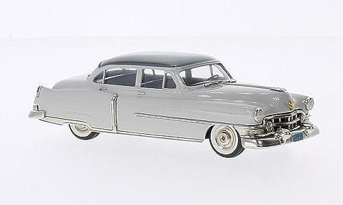 Cadillac Series 62, 4-door Sedan, hellgrau metallic-dunkelgrau, 1952, Modellauto, Fertigmodell, Brooklin 1 43