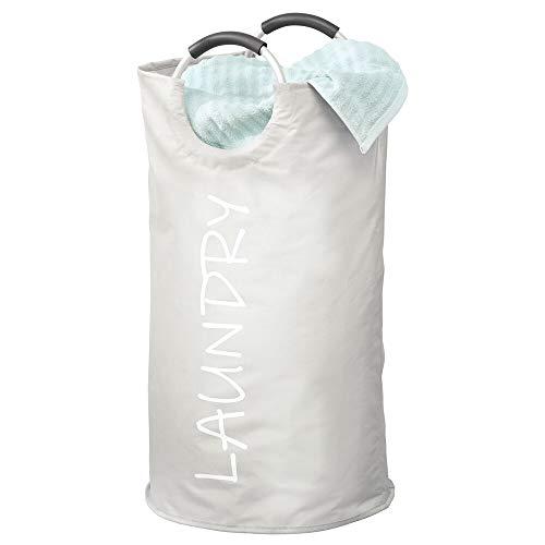 mDesign Cubo para Ropa Sucia – Estrecha Bolsa de Colada de poliéster Recubierto con Asas de Aluminio – Cesta Plegable para lavandería con estampación Moderna – Gris Claro y Blanco