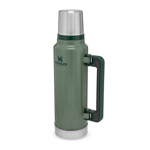 Stanley Classic Legendary Bottle Edelstahl-Thermoskanne, | BPA-frei |Hält 40 Stunden heiß | Deckel fungiert als Trinkbecher | Spülmaschinenfest | Lifetime Warranty, Hammertone Green, 1.4 L