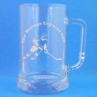 R4BIZ Bierkrug aus Glas mit Eishockey-Spieler-Motiv und Gravur