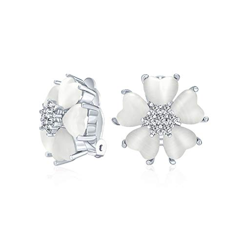 Romántico corazón forma gatos ojo CZ acento botón estilo blanco flor clip en pendientes para mujeres plata plateado latón