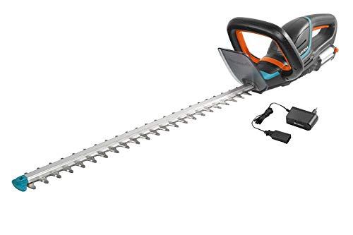 Gardena Set Akku-Heckenschere ComfortCut Li-18/60: Heckenschneider mit ergonomischem Griff und Anschlagschutz, 60 cm Messerlänge, mit Präzisionsmesser, inkl. Li-Ion Akku und Ladegerät (9838-20)