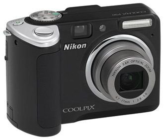 Nikon Coolpix P50 Digitalkamera (8 Megapixel, 3,6-Fach Opt. Zoom, 6,1 cm (2,4 Zoll) Display, 28mm Weitwinkel) schwarz