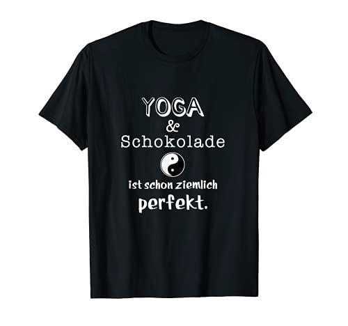 Lustiger Yoga Spruch Humor Spass - Yoga und Schokolade T-Shirt
