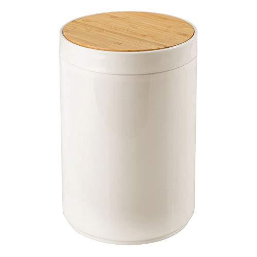 mDesign praktischer Mülleimer Küche – moderner Abfalleimer aus Bambus und Kunststoff für Bad, Büro und Küche – stabiler Papierkorb mit Deckel – creme- und bambusfarben