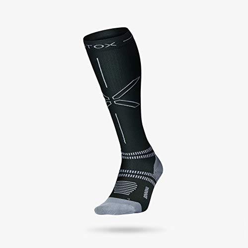STOX Energy Socken | Laufsocken | Hightech-Kompressionsstrümpfe | Bequeme Kompressionsstrümpfe | Feuchtigkeitsableitung | Verletzungen Vorbeugen | Förderung des Blutflusses (Black/Grey, M3)
