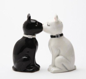 Feline Spicey Black & White Cats Salt & Pepper Shaker Set