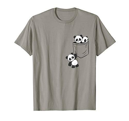 Süße Kawaii Baby Pandas spielen in der Tasche   Pandabär T-Shirt