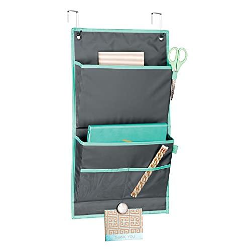 mDesign Organizador colgante para puerta – Práctico sistema de almacenaje en tela – Colgador de puerta con 2 grandes bolsillos e imán – Organizador de escritorio y oficina – gris/azul verdoso