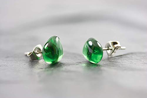 Ohrstecker mini Handmade grün - jewelry for Future - Ohrring Geschenk Idee Edelstahl Glas Fair