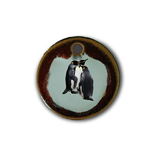 """Muy bonito colgante de cerámica """"pingüino"""" jaspeado en rojo;"""