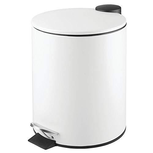 mDesign Papelera de baño Redonda – Contenedor de residuos de Metal con 5 litros de Capacidad, Pedal, tapadera y Cubo Interior – Elegante Cubo metálico para baño, Cocina o...