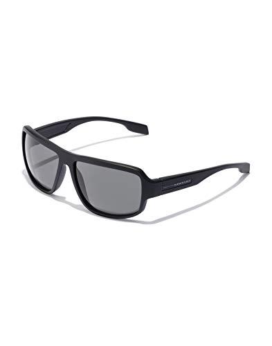 HAWKERS · Gafas de Sol F18 Black, para Hombre y Mujer, de diseño sportswear con montura negro mate con lentes negras, Protección UV400