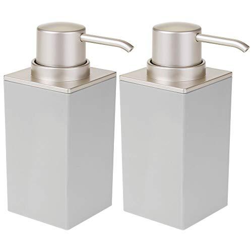 MDESIGN 2er Set Seifenspender wiederbefüllbar – praktischer Pumpseifenspender mit ca. 300 ml Füllmenge – edler Lotionspender aus Kunststoff fürs Bad – hellgrau und mattsilberfarben
