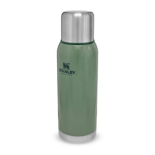 Stanley Adventure Series Green 18/8 Stainless Steel Wall Vacuum Insulation Water Bottle Leakproof + Packable Doubles As Cup Naturally Bpa-Free, Unisex-Adult, Verde con effecto Hammertone, 1.1QT / 1.0L