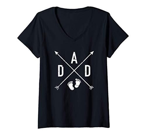 Mujer Papá hipster cruza los pies del bebé Camiseta Cuello V