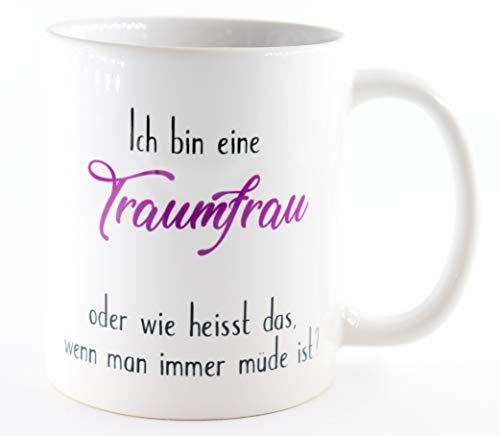 PICSonPAPER Tasse Ich Bin eine Traumfrau - oder wie heisst das wenn Man Immer müde ist?, Kaffeetasse, Keramiktasse, Tasse mit lustigem Spruch