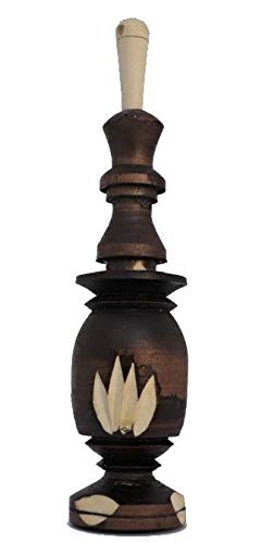 Applicateur de Khol traditionnel en bois rempli de Kohl.