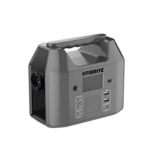 Litionite Carbon 150W / 60000mAh Power Bank/Mini Generatore di Corrente Portatile - 1x AC Presa elettrica - 2x USB - 1x Type-C - Batteria Esterna Caricabatterie per Smartphone/Tablet/Drone/Notebook/PC