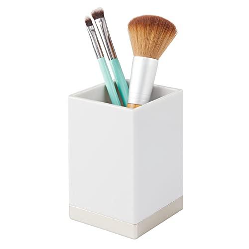mDesign Organizador de baño Decorativo de plástico sin BPA – Porta cepillos Estrecho para Utensilios de baño – Vaso para cepillos de Dientes, maquinillas o cosméticos – Gris Claro/Plateado Mate