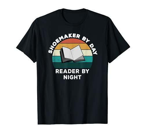 Divertido zapatero de día lector de noche: Amante de los lib Camiseta