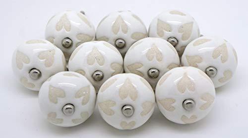 Pushka Home set di 10bianco crema con stencil cuore in ceramica porta manopole stile vintage. Antique looking 40mm ornamento maniglie per i vostri mobili porte. Venduto in confezioni da 10, come mostrato. In porcellana resistente. Adatte a porte fino a 27mm di spessore.