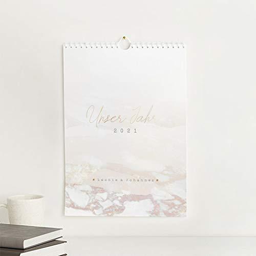 Bastelkalender 2021 zum Fotos einkleben, Wandkalender zum Selbstgestalten, Marmoriert, personalisiert mit Namen, mit Spiralbindung, A4 Hochformat, 12 übersichtliche Monatsblätter mit Kalendarium