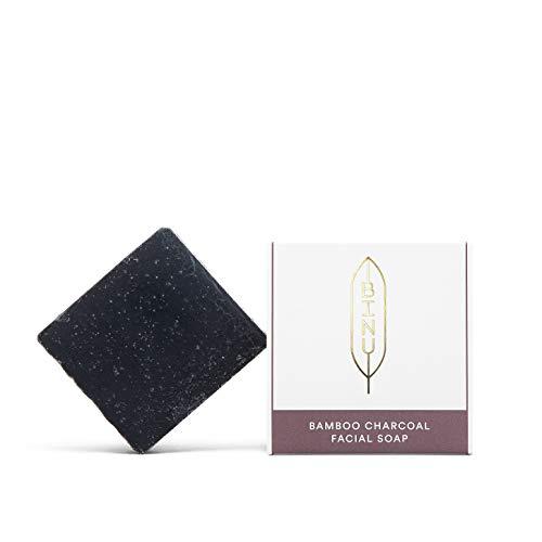 BINU Bamboo Charcoal Facial Soap | Gesichtsseife für unreine & fettige Haut | vegan | 100% natürlich | Schwarze Seife gegen Akne & Mitesser | handgemachte Aktivkohle Seife