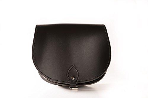 A to Z Leather Echtleder Sattel-Umhängetasche mit Schnallenverschluss und verstellbarem Riemen. Taschen können mit Initialen personalisiert werden. (Schwarz)