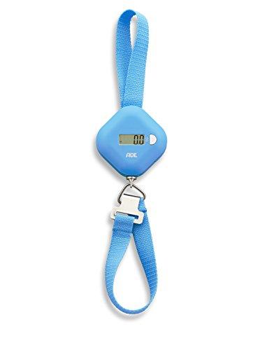 ADE Digitale Kofferwaage KW 1601 Finn. Elektrische Gepäckwaage mit integriertem Maßband zum genauen Wiegen und Abmessen des Gepäcks. Bis zu 50 kg. Hängewaage mit LCD-Display und Hold-Funktion. Blau