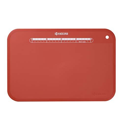 KYOCERA CC-100RD, Tabla de Cortar, de plástico, Flexible, Ligera, Antideslizante, fácil de Limpiar, Resistente al Calor hasta 100 ° C, incluida la medición para un Corte preciso, Rojo, cerámica
