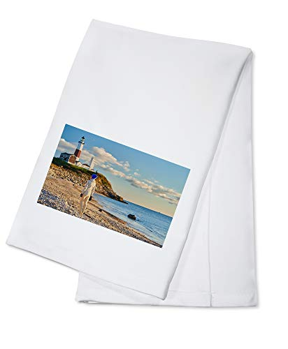 Lantern Press Long Island, New York - Woman Tourist at The Beach Near Montauk Lighthouse 9017354 (100% Cotton Kitchen Towel)