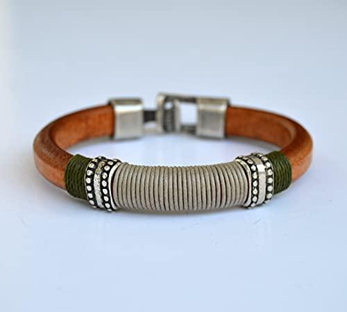 Brazalete hecho a medida para hombre de cuero marrón y zamak plata, pulsera cuero regaliz, joyas para él, regalo para hombres
