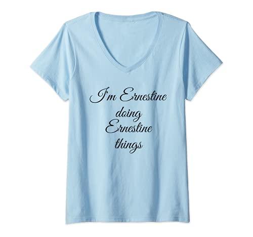 Mujer I'M ERNESTINE DOING ERNESTINE THINGS divertido regalo de cumpleaños Camiseta Cuello V