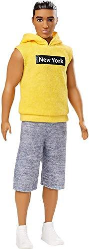 Barbie - Ken Bambola con Felpa Gialla e Pantaloncini, Bambini di 3+ Anni, GDV14
