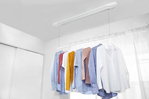 省スペースの極み!部屋を広く見せてくれて、かつ便利なのが「天井吊り下げタイプ」。ワイヤータイプよりも安定感があります。  竿の収納動力にゼンマイを使ったルームハンガーで、ワンタッチ操作で昇降できます。竿の高さも6段階で調整できるので、丈の長いワンピースなどを干したいときにも便利です。使わないときのすっきり感は抜群。蛍光灯のように目立たずに、暮らしに馴染んでくれます。