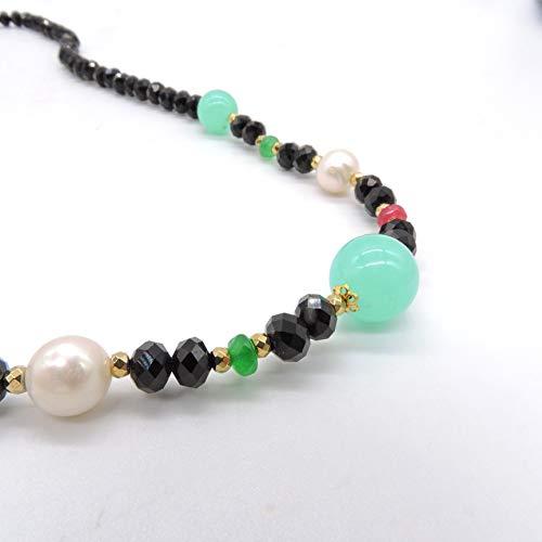 Collar corto con cristales negros, perlas naturales y piedras semipreciosas