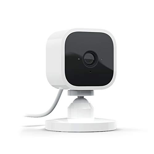 Image of Blink Mini – eine kompakte, intelligente Plug-in-Überwachungskamera für den Innenbereich mit 1080p HD-Video und Bewegungserfassung, die mit Alexa funktioniert – 1 Kamera