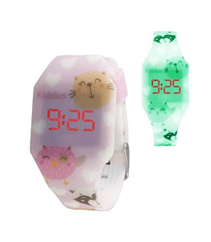 KIDDUS Digital LED Montre pour Filles, garçons, Ados. Batterie Japonaise de Longue durée remplaçable. Montre-Bracelet en Silicone. Facile à Lire et à Apprendre l'Heure. KI10221 Chatons Fluor