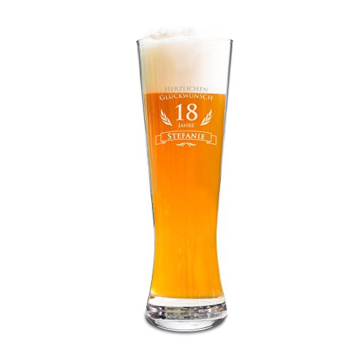 AMAVEL Weizenbierglas mit Gravur zum 18. Geburtstag - Personalisiert mit Namen - 0,5l Bierglas – individuelles Weizenglas als Geburtstagsgeschenk für Männer zur Volljährigkeit