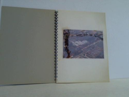 31 auf Pappe gezogene original Fotografien (12,2 x 17,2 cm), davon 3 in Farbe