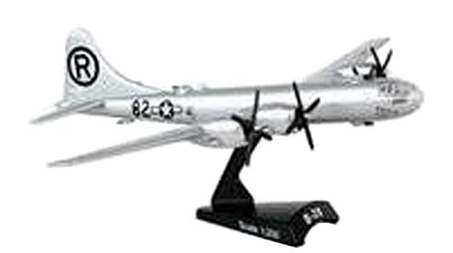 Daron Worldwide Trading B-29 Superfortress Enola Gay Vehicle (1:200 Scale)