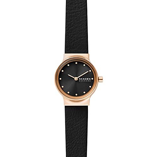Reloj Freja para mujer, de Skagen, con al menos un 50% de acero inoxidable reciclado en tono oro rosa y con dos agujas, SKW3004