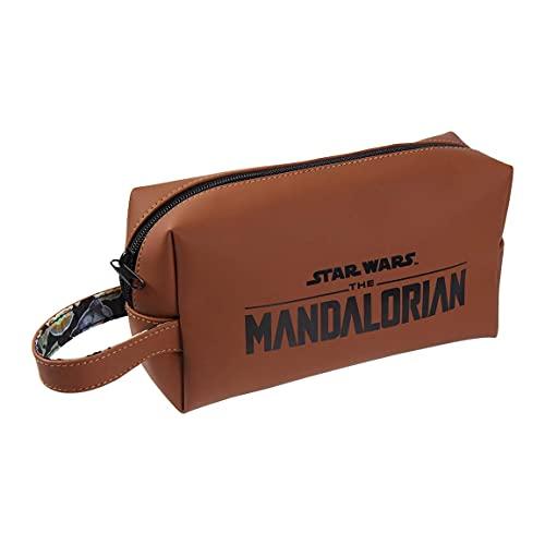 CERDÁ LIFE'S LITTLE MOMENTS - Astuccio Organizer Bagno Maschile - Beauty Case da Viaggio di Baby Yoda The Mandalorian - Licenza Ufficiale Disney