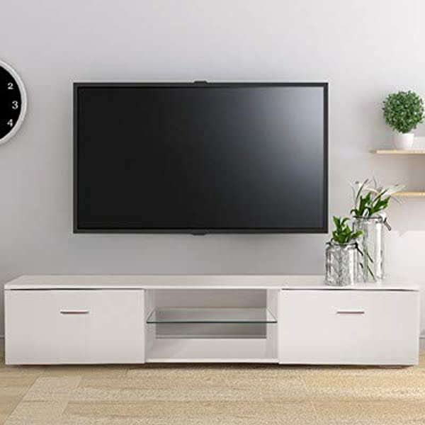电视电视上的电视上有两个小时,用白色的白色卫星,用两个月的时间,用椅子,用他们的卧室和天花板的装饰