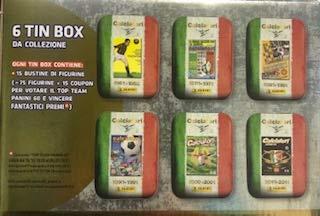ABJ Tin Box + 15 BUSTINE di Figurine CALCIATORI 2020 2021 PANINI (acquistando 6 Pezzi Si Ottiene Tutta la Collezione)