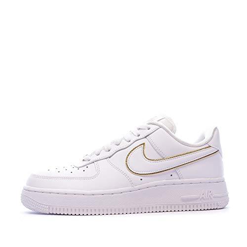 Nike Air Force 1 '07 Essential, Scarpe da Basket da Donna, Bianco/Bianco/Oro Metallico/Bianco, 44 EU
